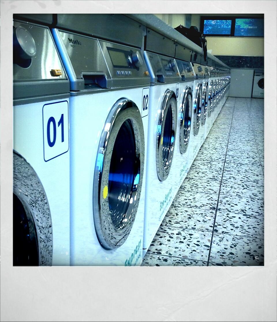 Ohne eigene Wohnung blieb mir auch der Waschsalon nicht erspart. Allerdings fand ich das sehr amüsant.